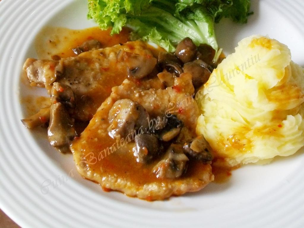 Mâncare de ciuperci cu pui, rețeta simplă, rapidă și fără calorii