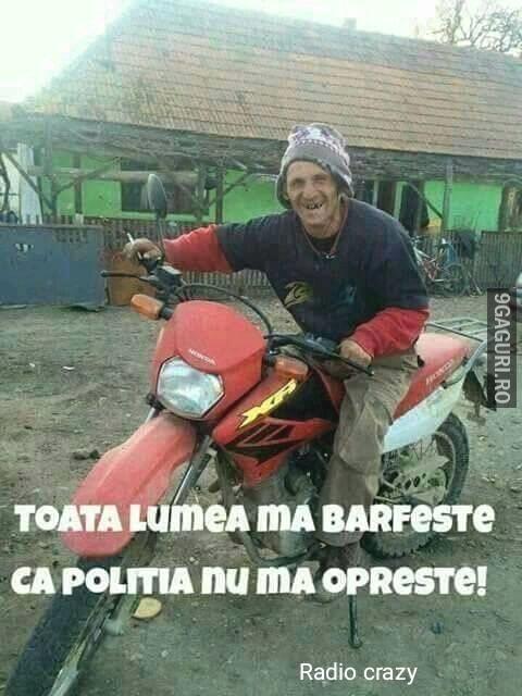 wear a helmet - Traducere în română - exemple în engleză | Reverso Context